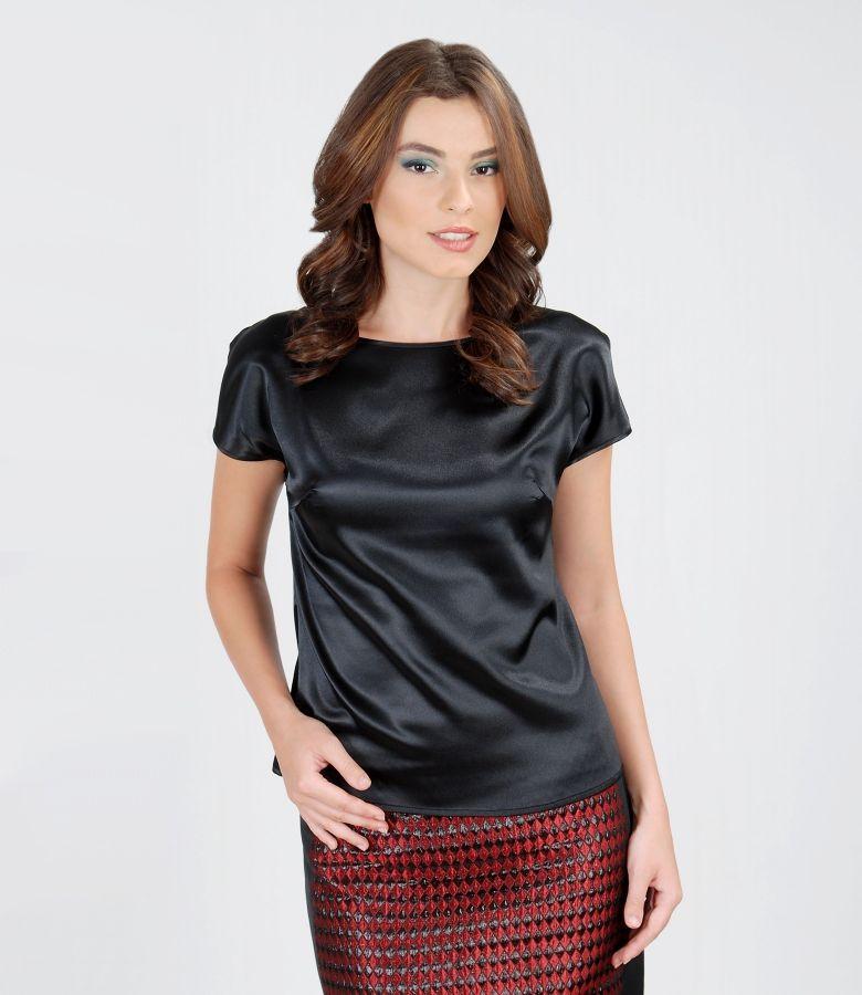 Elastic satin blouse with fallen shoulders