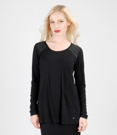 Elastic jersey blouse with veil insertion
