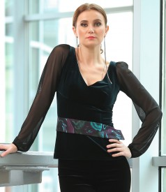 Elegant elastic velvet blouse with tulle sleeves