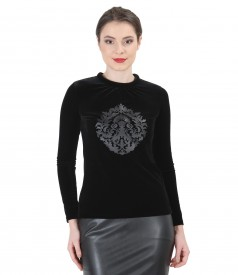 Elastic velvet blouse with folds and application