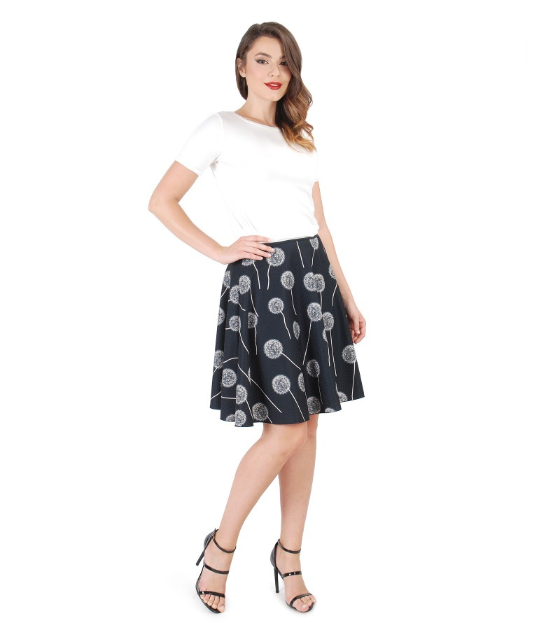 Casual outfit with flared skirt and uni jersey blouse