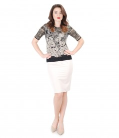 Elegant outfit with office skirt and printed jersey blouse