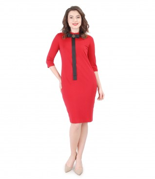 Elegant jersey dress with metallic brooch