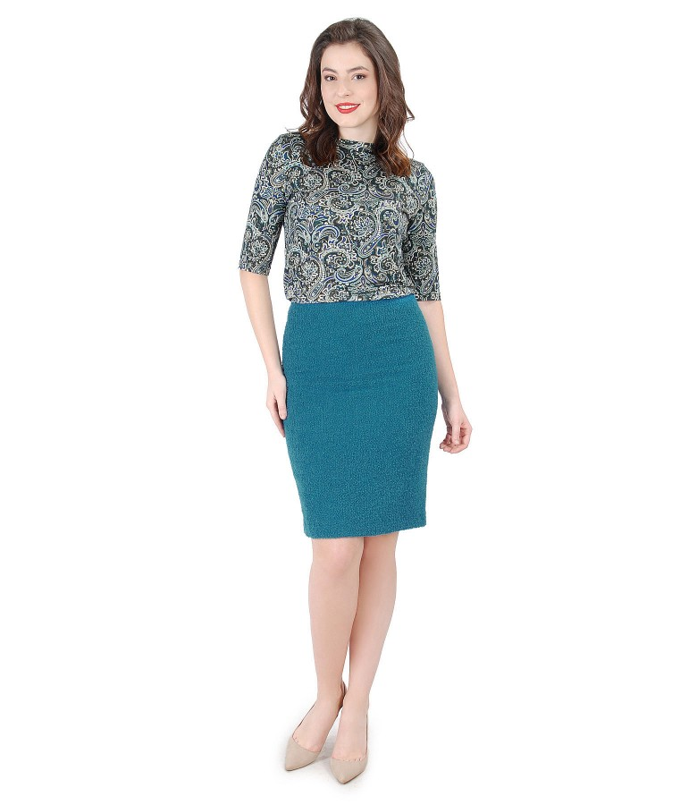 Elegant outfit with wool loops skirt and elastic jersey blouse