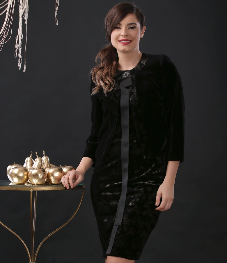 Elegant suit with dress and elastic velvet jacket with accessory brooch