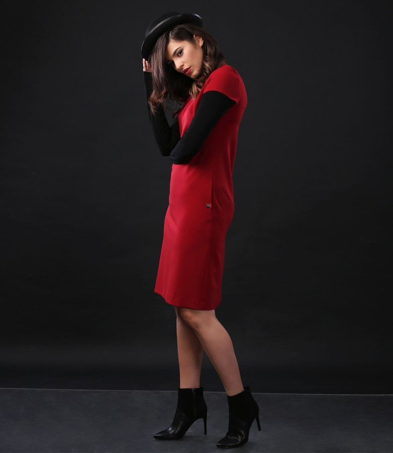 Elegant outfit with elastic fabric dress and blouse with neck collar