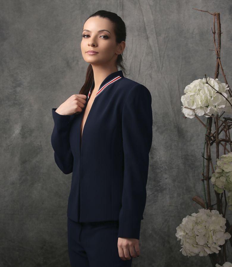 Elegant jacket with multicolor elastic collar