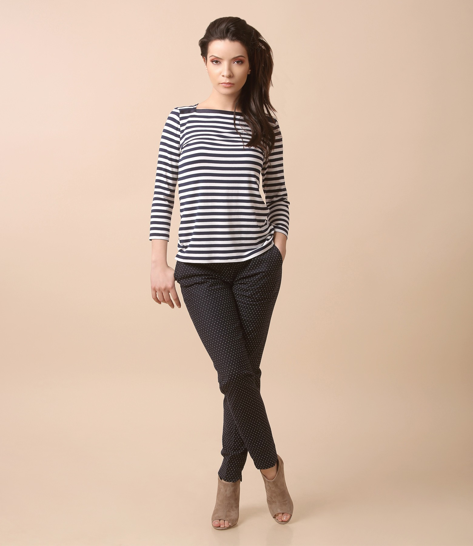 c6b27d198c Casual outfit with jersey blouse with stripes and pants with lace corner