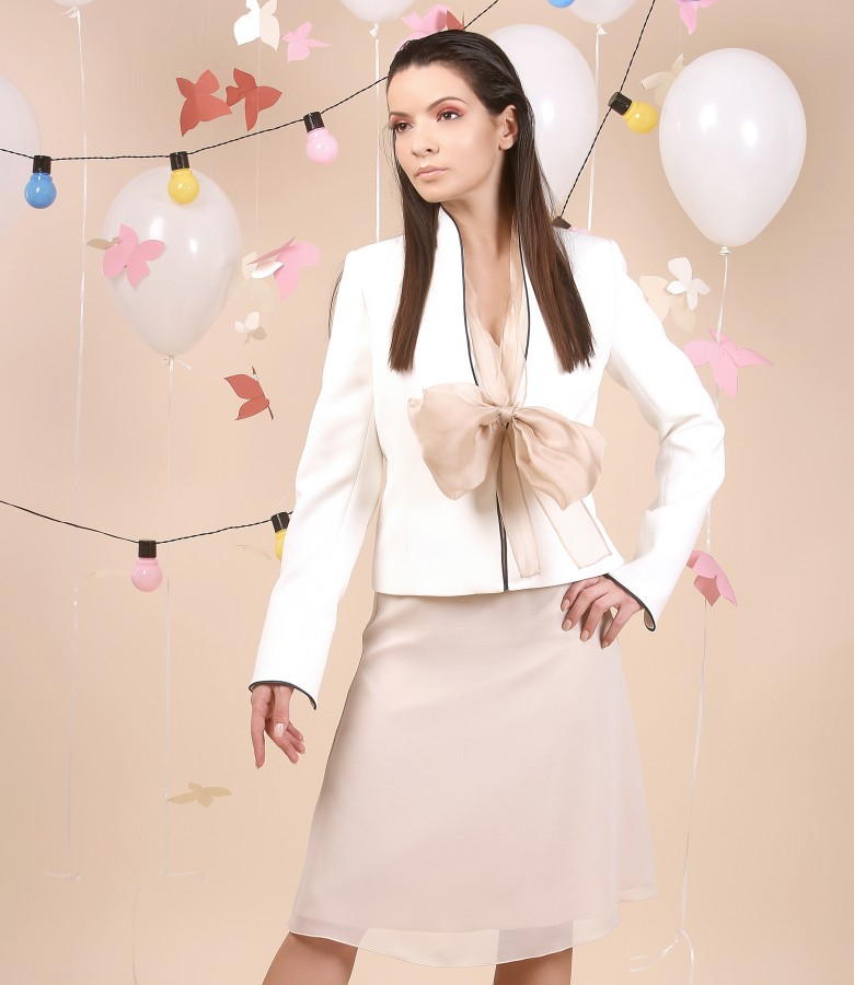 Elegant outfit with removable bow and jacket