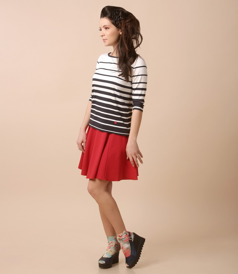 Casual outfit with flaring skirt and jersey blouse with stripes