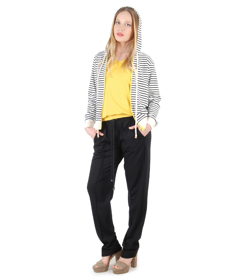 Casual outfit with wide pants and parka with stripes
