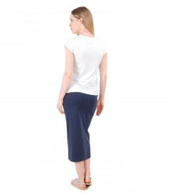 Casual outfit with tapered skirt and t-shirt with short sleeve