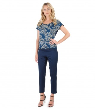 Blouse with front made of printed silk and ankle pants