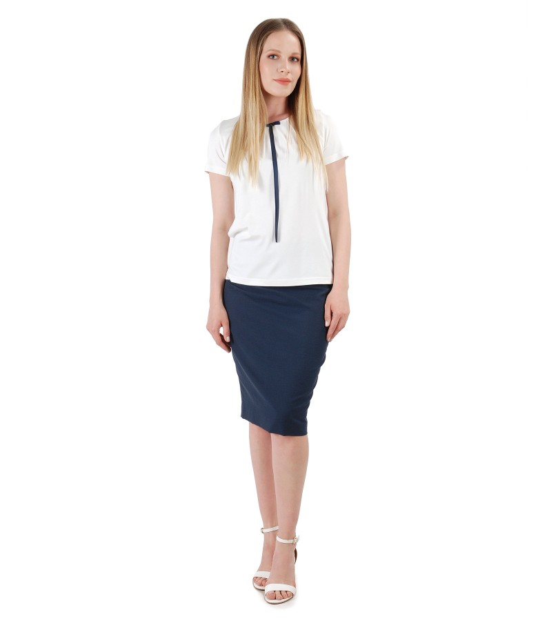Office outfit with tapered skirt and elastic jersey blouse