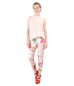 Elegant blouse with ankle pants with floral print