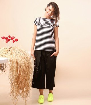 Pants with waist belt and jersey t-shirt with stripes