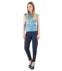 Elegant outfit with viscose pants and printed jersey blouse