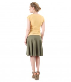Flaring skirt and jersey t-shirt with folds