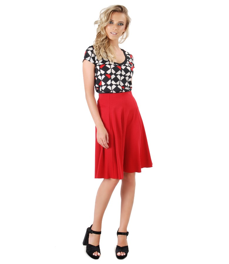Casual outfit with flaring skirt and t-shirt with geometric print