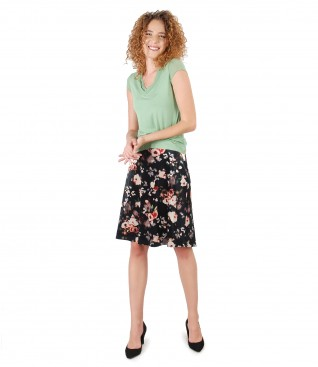 Casual outfit with velvet flaring skirt and elastic jersey blouse