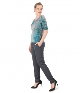Ankle pants and jersey blouse with floral print