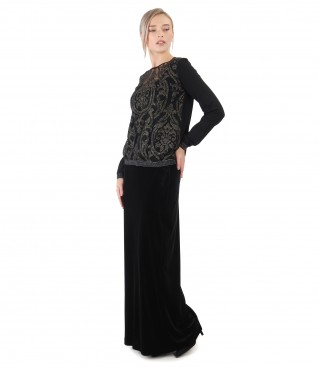 Elastic velvet skirt and blouse with lace and golden motifs