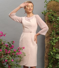 Elegant dress with veil sleeves