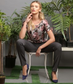 Veil blouse with floral print and ankle pants