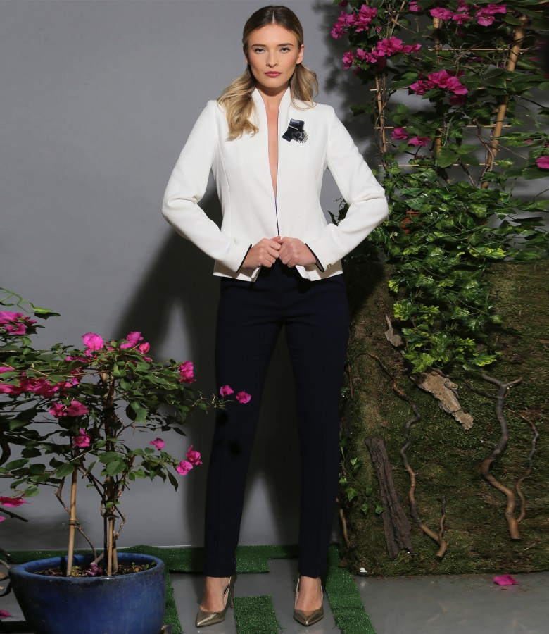 Elegant outfit with ankle pants and jacket with accessory brooch