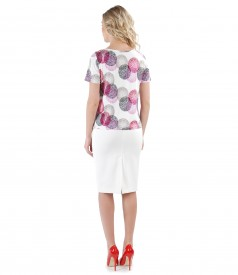 Elegant outfit with printed jersey blouse and tapered skirt