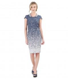 Elegant dress with round collar
