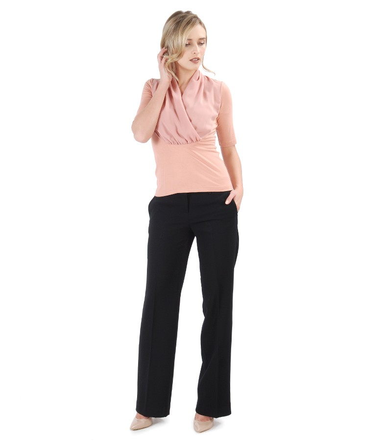 Office outfit with straight pants with blouse with overlay veil collar