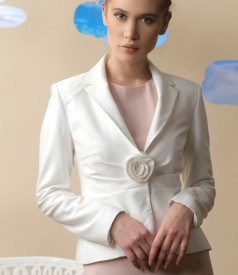 Viscose jacket with accessory brooch