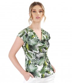 Blouse with floral print and front folds