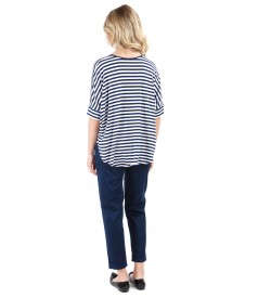 Casual outfit with jersey blouse with stripes and elastic fabric pants