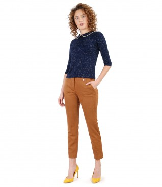 Fabric pants with velvet look and printed jersey blouse