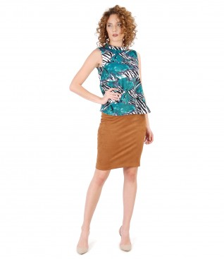 Fabric skirt with velvet look and elastic jersey blouse with print