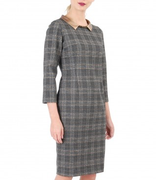 Plaid dress made of elastic fabric with collarette