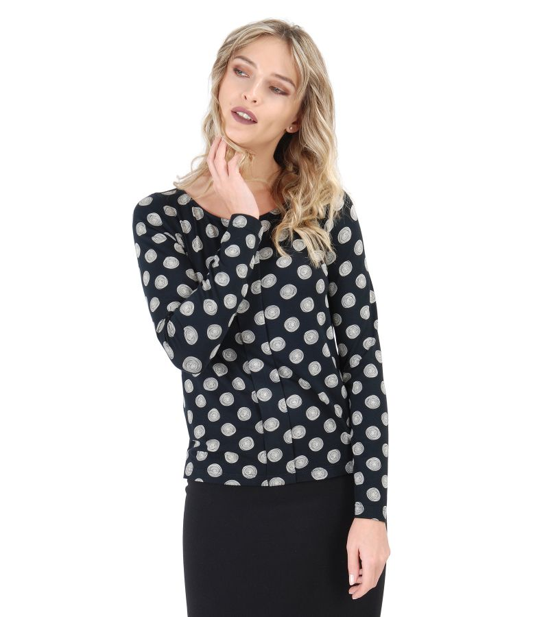 Blouse with long sleeves and front fold