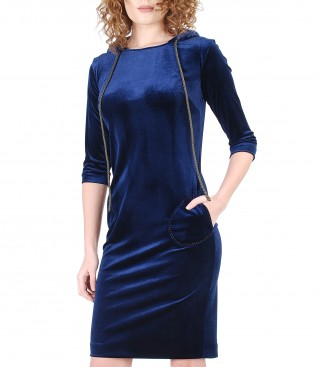 Dress with hood made of elastic velvet