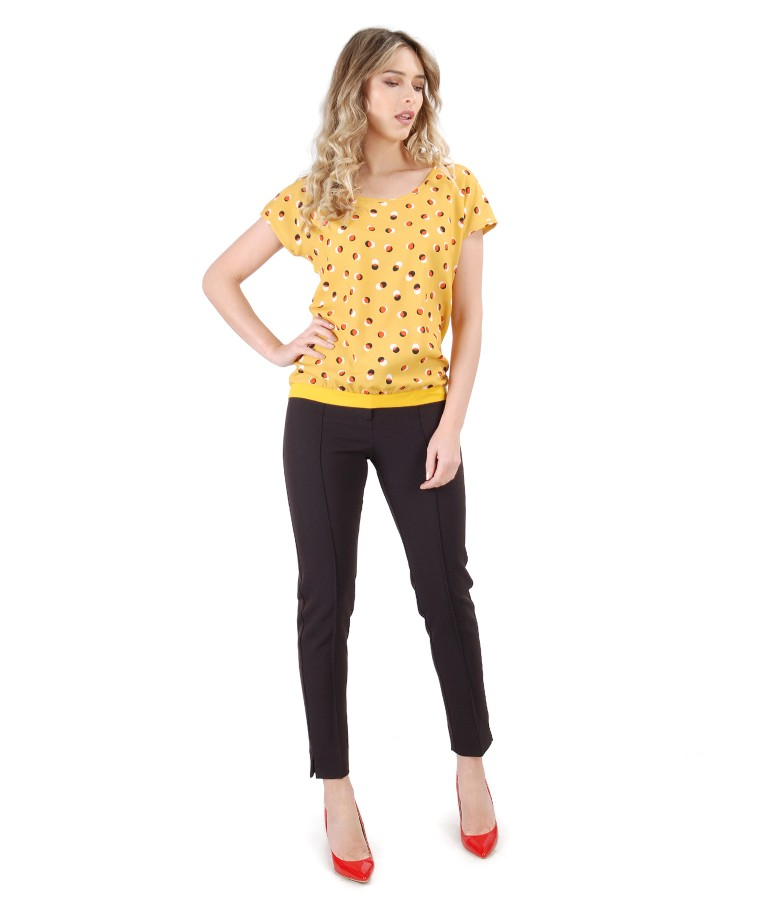 Ankle pants with blouse printed with dots