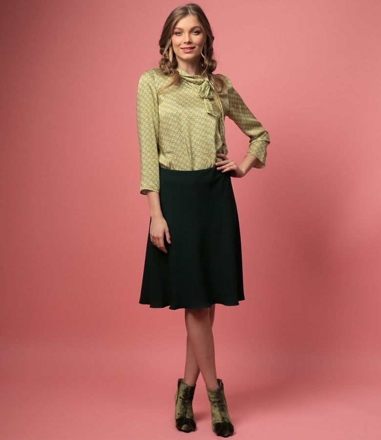 Viscose blouse with scarf collar and semiclos skirt