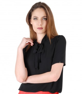 Blouse with short sleeves and scarf collar