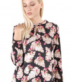Elegant blouse with floral print
