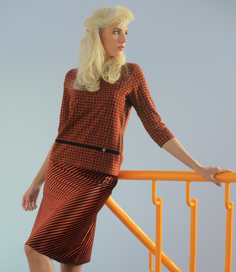 Velvet skirt with stripes and printed elastic jersey blouse