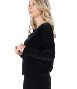 Black elastic velvet dress with brouch