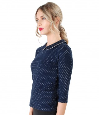Elegant elastic jersey blouse with lace corner print