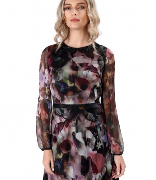 Elegant dress with low-cut neck beads