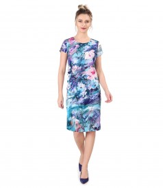 Casual dress printed with floral motifs