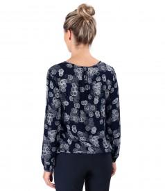 Elegant viscose blouse printed with floral motifs